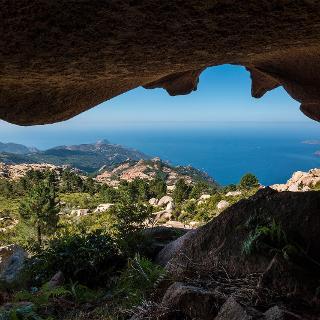 V malej jaskyni, ktorá leží neďaleko výstupovej trasy