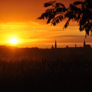 Sonnenuntergang vor Bautzens Türmen bei Auritz