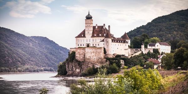 Schloss Schoenbuehel