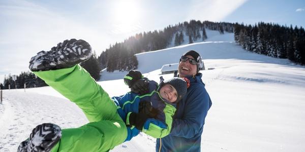 Schneespaß beim Winterwandern - Ofterschwang im Allgäu