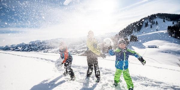 Schneespaß beim Schneeschuhwandern - Ofterschwanger Horn