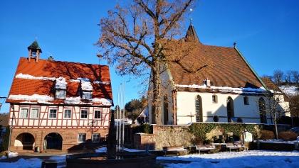 Das Gebäude der Kirche in Haiterbach von außen