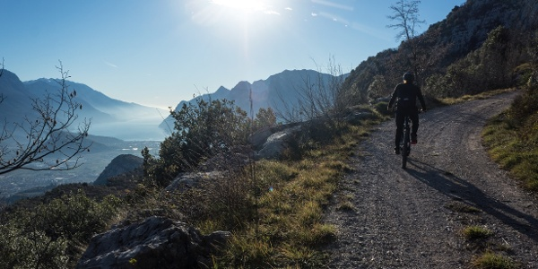 Der Aufstieg auf dem Doss del Clef an einem winterlichen Nachmittag