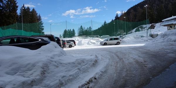 Parken beim Sportplatz