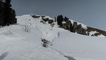Gleitschneeriss an der südseitigen Gipfelflanke