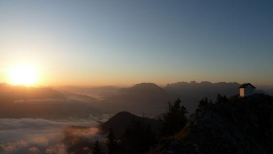 Brünnsteingipfel mit Morgensonne