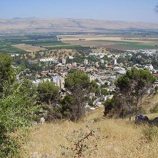 הנוף הנשקף ממצפה לירן אל עבר קריית שמונה ועמק החולה