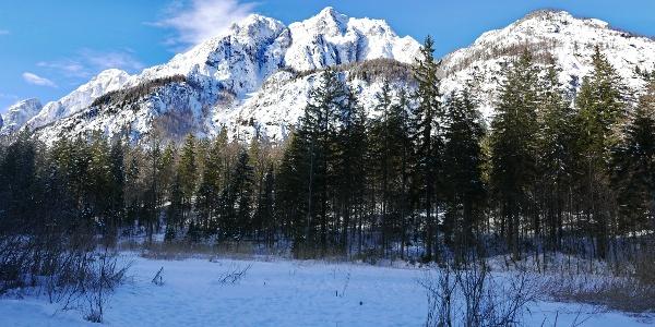 Wegpassage mit Blick auf die Ponza-Gipfel