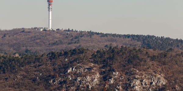 A Kecske-sziklák a Kis-hárs-hegyi Makovecz Imre-kilátóról