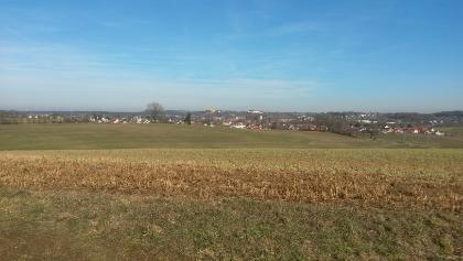 Blick auf Schönenbergkirche und Schloss