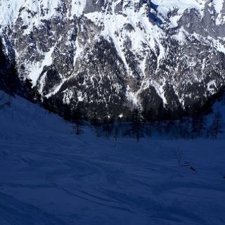 Der Blick hinunter in den Bewaldeten Teil des Tales.