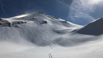Kreuzjoch Gipfelhang, Expo West bis Nordwest: zumindest in den abgeschatteten Passagen Powder