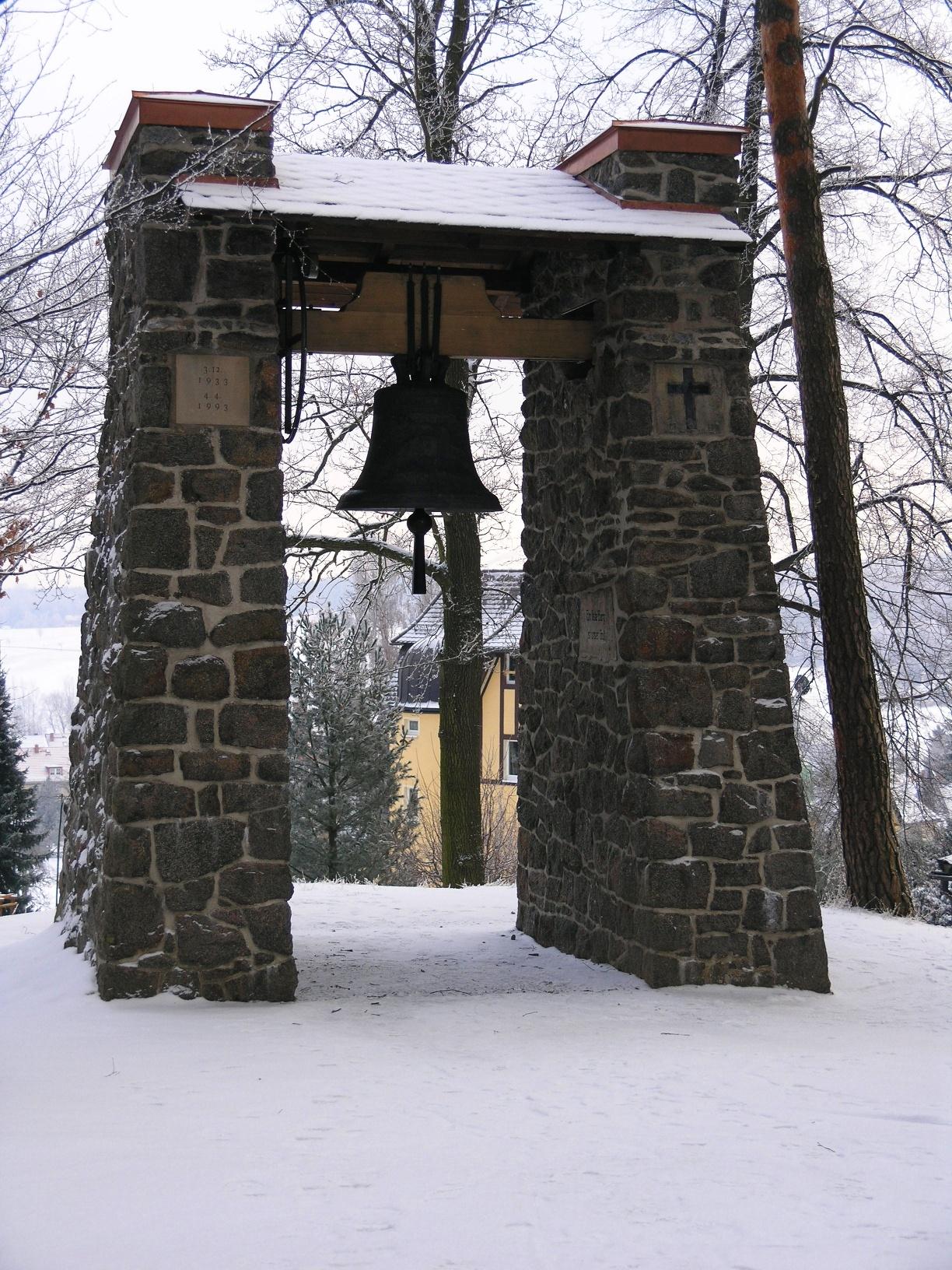 Glockenstuhl im Winter