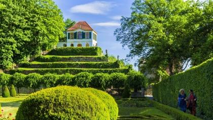 Schlossgarten in Nünchritz (Diesbar Seußlitz) angepasst
