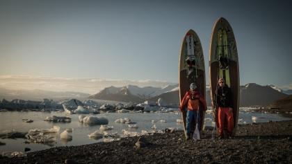 Der Herausgeber des Filmfests beim Skifahren in Island