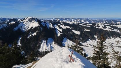das Gipfelkreuz vom Spitzli