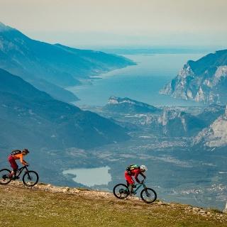 Lake to Lake - il lago di Garda da cima Paganella