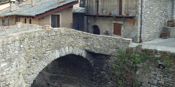 Prachtvolle Architektur in Chianale, das sein traditionelles Ortsbild bewahrt hat