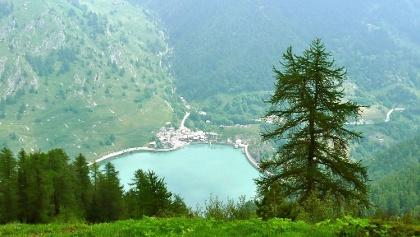 Der Lago di Castello vom Colle della Battagliola.