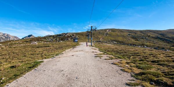 Výstup po zjazdovke lyžiarskeho strediska