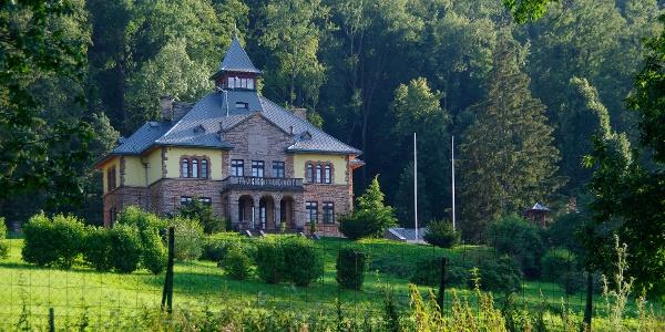 Serédi-kastély: az egykori hercegprímási üdülő
