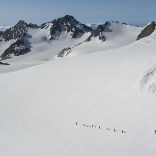 Start unter der Müllerhütte richtung Botzer im Hintergrund.