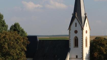 Katholische Pfarrkirche St. Alban von Süden