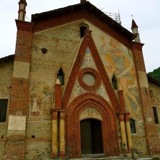 Die Pfarrkirche Santa Maria Assunta in Rossana.