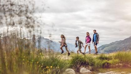Sommer in den Bergen mit der Familie