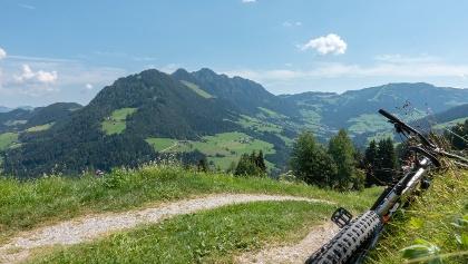 Blick  von Reith im Alpbachtal Tal einwärts zum Gratlspitz und Alpbach