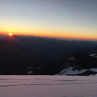 Sonnenaufgang am Glockner