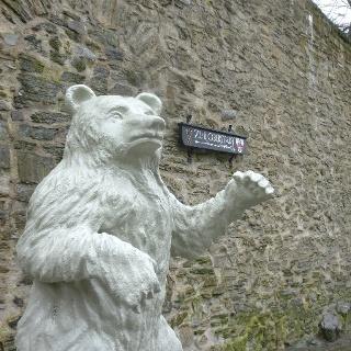 Der Berliner Bär an der Siegener Stadtmauer erinnert an die freundschaftliche Verbindung zwischen Spandau und dem Siegerland in der Nachkriegszeit.