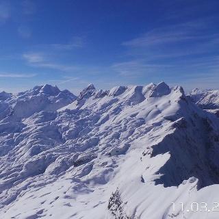 From Mt. Prestreljenik to the Velika Črnelska špicapeak and the foothills of Mt. Rombon