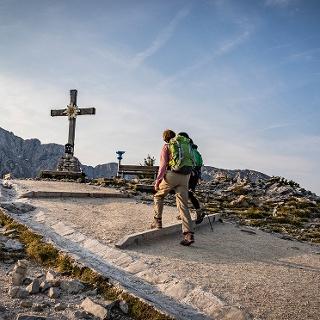 <![CDATA[Das Gipfelkreuz des Kehlsteins vor dem Hohen Göll]]>