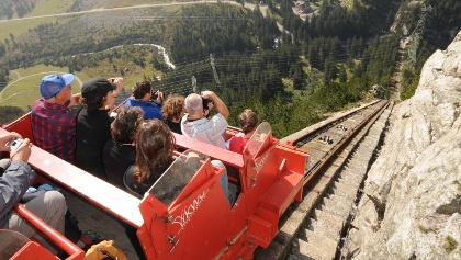 gelmerbahn-steilste-offene-standseilbahn-europas