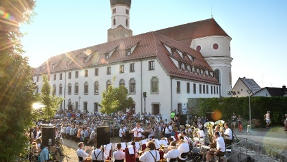 Musiksommer vor dem Franziskanerkloster