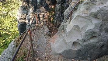 Foto Zugang zur Höhle auf der Felsenburg Schauenstein