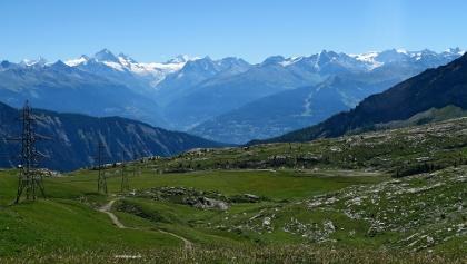 Blick vom Sanetschpass auf die Walliser Alpen.