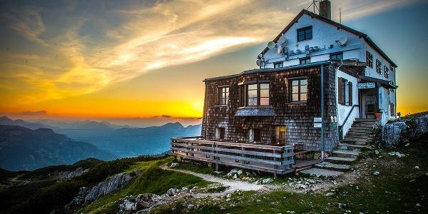 Das Stöhrhaus thront auf einem Absatz unterhalb des Berchtesgadener Hochthrons