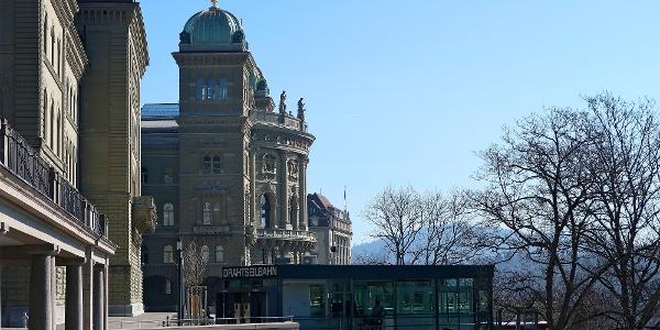 Bundeshaus und Marzilibahn Bergstation.