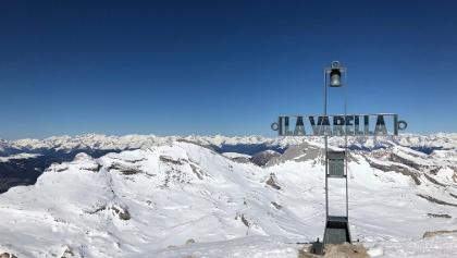 Lavarella Gipfel 3055m mit Blick auf Neuner & Zehner