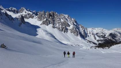 Aufsteig im flachen Talboden Richtung Mannlscharte, hinten die Grubreisentürme.