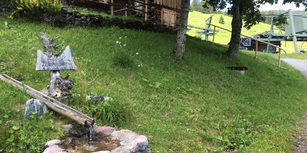 Etappe 1: Eine der zahlreichen Wasserstellen zum Nachfüllen