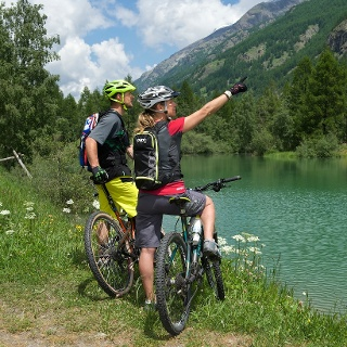 The lake Schalisee is perfect for a break, picnic or swimming.