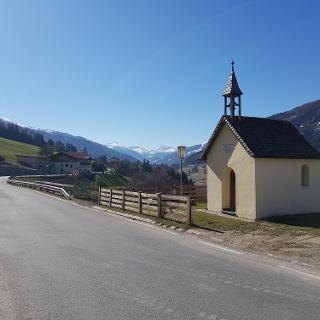 Kapelle beim Gasthof, Blick zum Brenner