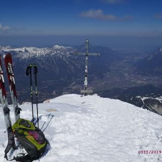 am Alpspitzgipfel, Südseite von Ammergauer Alpen und Estergebirge weitgehend Schnee frei