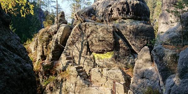 der Felsenpfad von Khaa