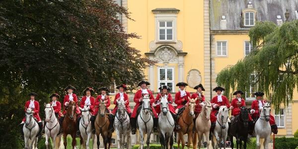 Fürstliche Hofreitschule Bückeburg, Equipe
