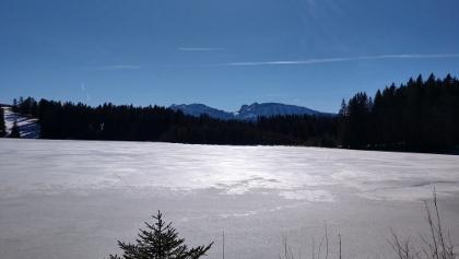 Zauberhafte Winterlandschaft am malerischen Kögelweiher