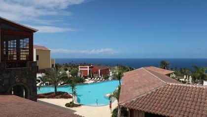 Blick über die Außenanlage des Hotels Meliá Hacienda del Conde